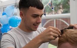 Nam sinh kiếm hơn 100 triệu đồng trong 2 năm nhờ cắt tóc theo video trên Youtube