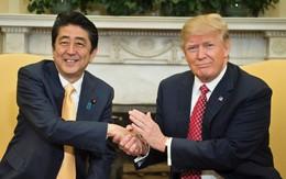 """Kiểu bắt tay gây """"sốt"""" cả thế giới của Tổng thống Donal Trump được đánh giá là """"thảm họa"""""""