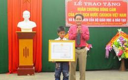 Chủ tịch nước tặng Huân chương dũng cảm cho học sinh lớp 5 cứu hai em nhỏ đuối nước