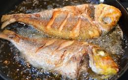 7 mẹo rán cá, đậu và mọi thức ăn không bắn dầu lại vàng giòn, không dính chảo