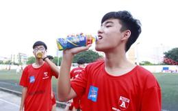 Number 1 Active giúp bổ sung muối khoáng và tránh mất nước cho cầu thủ bóng đá