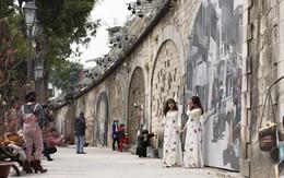 """18 bức họa trên phố Phùng Hưng trở thành điểm """"check in"""" mới của người Hà Nội"""