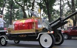 Cỗ linh xa đưa linh cữu cố Thủ tướng Phan Văn Khải về quê mẹ Củ Chi