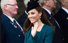 Thần thái xuất chúng của Công nương Kate trong chuyến đi đầu tiên với Nữ hoàng Anh năm 2012 bất ngờ gây sốt trở lại trên MXH