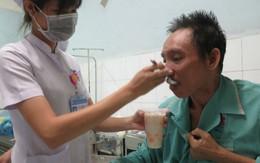 Ông bố Sài Gòn liệt nửa người bị các con bỏ rơi ở bệnh viện