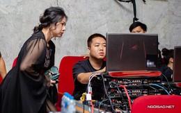 Vợ Tùng Dương bận rộn chỉ đạo nhân viên trong liveshow của chồng