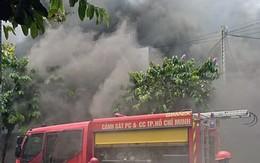 Tiệm karaoke ven Sài Gòn cháy ngùn ngụt