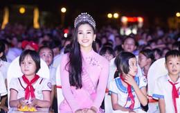 Hoa hậu Trần Tiểu Vy được lãnh đạo tỉnh Quảng Nam tặng Bằng khen