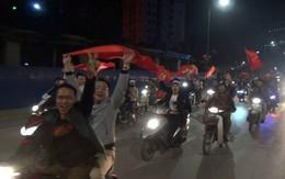 Hàng nghìn người dân Quảng Ninh ào xuống đường mừng chiến thắng U23 Việt Nam