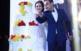 Nhà chồng cổ vũ Võ Hạ Trâm và ông xã Ấn Độ hát ở tiệc cưới