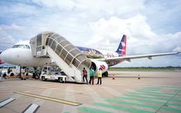 Đu càng máy bay đang cất cánh, người đàn ông Campuchia rơi xuống mặt đất tử vong