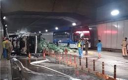 TP.HCM: Xe tải tông xe khách rồi lật ngang trong hầm Thủ Thiêm, hàng chục người hoảng loạn kêu cứu