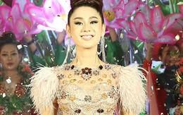 Lâm Khánh Chi thay 3 trang phục trong sự kiện