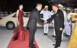 Sau khi Hoàng quý phi bị phế truất, Hoàng hậu Thái Lan trở thành tâm điểm chú ý với nhan sắc ngày càng rực rỡ và thần thái hút hồn