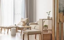 Vợ chồng trẻ sử dụng hệ thống nội thất thông minh, kết nối cảm biến giúp căn hộ trở nên khoa học hơn
