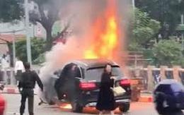 Từ vụ xe Mercedes gây tai nạn kinh hoàng tại Hà Nội: Cần ban hành luật cấm đi giày cao gót khi điều khiển ô tô?