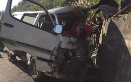 Nghệ An: Xe chở cán bộ trung tâm dạy nghề đâm vào vách núi, 2 người tử vong, nhiều người bị thương
