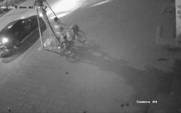 Hà Nội: Truy tìm ô tô đâm cụ bà tử vong, phi tang xe đạp của nạn nhân rồi bỏ trốn