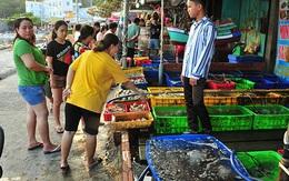 """Chợ hải sản """"không mặc cả"""" trên đảo Nam Du"""