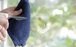 Cuối năm rồi các cửa kính trong nhà cần được lau chùi sạch sẽ, đây là cách khiến chúng sáng bóng mà không cần dùng đến chất tẩy rửa độc hại