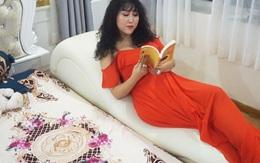 """Phi Thanh Vân khoe căn hộ 200 m2 xinh xắn nhưng ai cũng chỉ chú ý đến """"ghế tình yêu"""" đặt trong phòng ngủ"""
