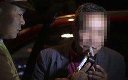 """Nhấp """"ngụm"""" rượu ngày tất niên, tài xế bị phạt 2,5 triệu đồng, giữ xe 7 ngày"""