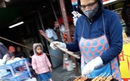 Hãi hùng đồ ăn vặt khu vực cổng trường (2): Không rõ nguồn gốc nhưng vẫn mua cho con