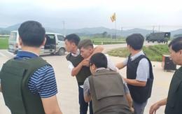 """Nhóm đối tượng sử dụng hàng""""nóng"""" khi cảnh sát vây bắt: Đã bắt được hai đối tượng"""