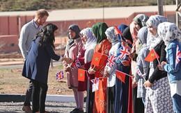 Bà bầu Meghan 'lấn át' chồng trong sự kiện, khiến Hoàng tử Harry ngượng ngùng xấu hổ vì điều này
