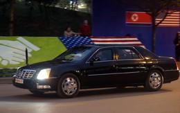 """2 chiếc """"quái thú"""" rời khách sạn Marriott hướng đến sân bay Nội Bài nơi chuyên cơ Tổng thống Trump sẽ hạ cánh"""