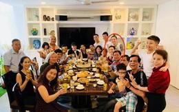 Hà Hồ - Kim Lý xuất hiện tình cảm trong bữa tiệc liên hoan cuối năm