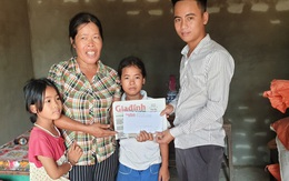 Báo Gia đình & Xã hội trao tiền bạn đọc ủng hộ đến hai hoàn cảnh khó khăn ở Hà Tĩnh
