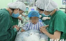 Bé gái 3 tuổi bị chẩn đoán ung thư vú sau khi mẹ phát hiện những dấu chấm đỏ bất thường