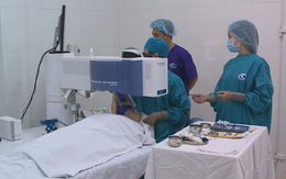 Phẫu thuật tật khúc xạ vĩnh viễn nên bắt đầu từ khi nào?
