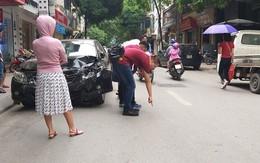 Hà Nội: Xe ô tô mất lái đâm liên hoàn, 2 mẹ con thoát chết trong gang tấc