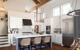 Vẻ đẹp chẳng thể rời mắt của phòng bếp với thiết kế trần cao gấp đôi