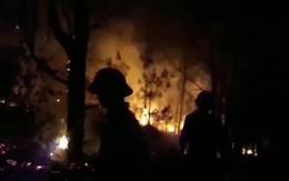900 người dập đám cháy trong đêm