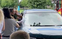 Em bé suýt gặp nguy hiểm khi bị mẹ bỏ quên trên ôtô