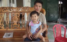 Hoàn cảnh đáng thương của bé gái 4 tuổi bị bại liệt biết đọc chữ