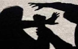 Hà Nội: Người đàn ông bị dân vây đánh vì nghi sàm sỡ 2 cô gái