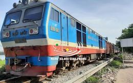 Hà Nội: Không quan sát khi băng qua đường sắt, một người đàn ông bị tàu cán tử vong