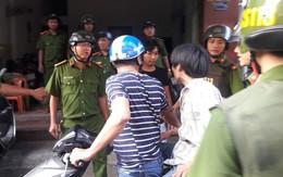 Thanh niên ngáo đá đập phá 3 xe máy, đánh 2 chiến sỹ công an bị thương