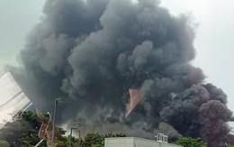 Hà Nội: Cháy dữ dội, cột khói cao hàng chục mét bên siêu thị Aeon Mall Long Biên