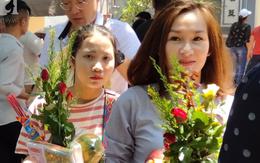 Rằm tháng 7 nhộn nhịp người cầu an tại Thủ đô Hà Nội, mặc cho trời nắng nóng vẫn nườm nượp tới chốn linh thiêng