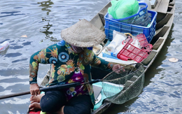 Phóng sinh Rằm tháng 7: Chim vừa sổ lồng, cá được thả xuống sông chưa kịp bơi đã bị đặt bẫy, chích điện vớt lên bán lại cho khách