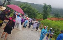 Lào Cai: Đi xe máy qua khu vực sạt lở, một người đàn ông bị đất đá đè tử vong