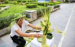 """""""Hô biến"""" lá dừa nước miền Tây thành giỏ hoa, con vật ở Hà Nội, kiếm tiền triệu mỗi ngày"""