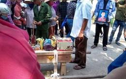 Nghẹn lòng chiếc bánh sinh nhật trên linh cữu bé trai tử vong cùng mẹ và em gái trong tai nạn thảm khốc