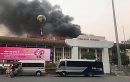 Khung cảnh đổ nát, sân khấu cháy thành than bên trong Cung Việt Xô
