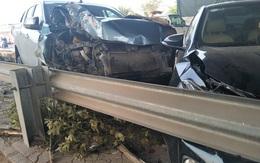 Hà Nội: Xe bán tải mất lái, hạ gục nhiều cây xanh, cột điện trên đường Võ Nguyên Giáp